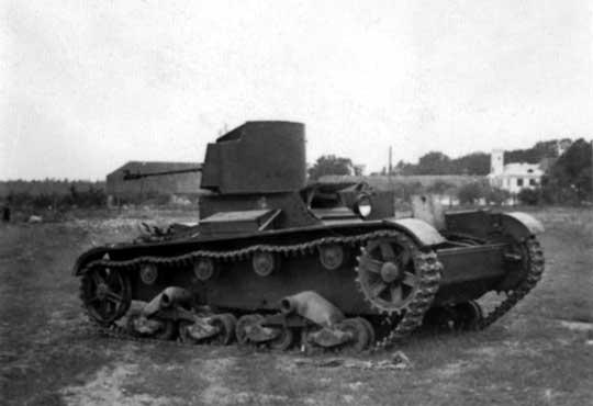 Rozbity czołg chemiczny ChТ-26.