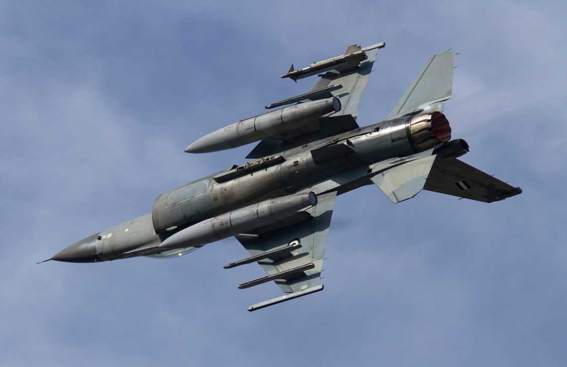 """W ramach czterech programów """"Peace Xenia"""" greckie lotnictwo wojskowe otrzymało 170 wielozadaniowych samolotów myśliwskich F-16, których dostawa została zrealizowana w latach 1989-1990, 1997-1998, 2003-2004 i 2009-2010."""