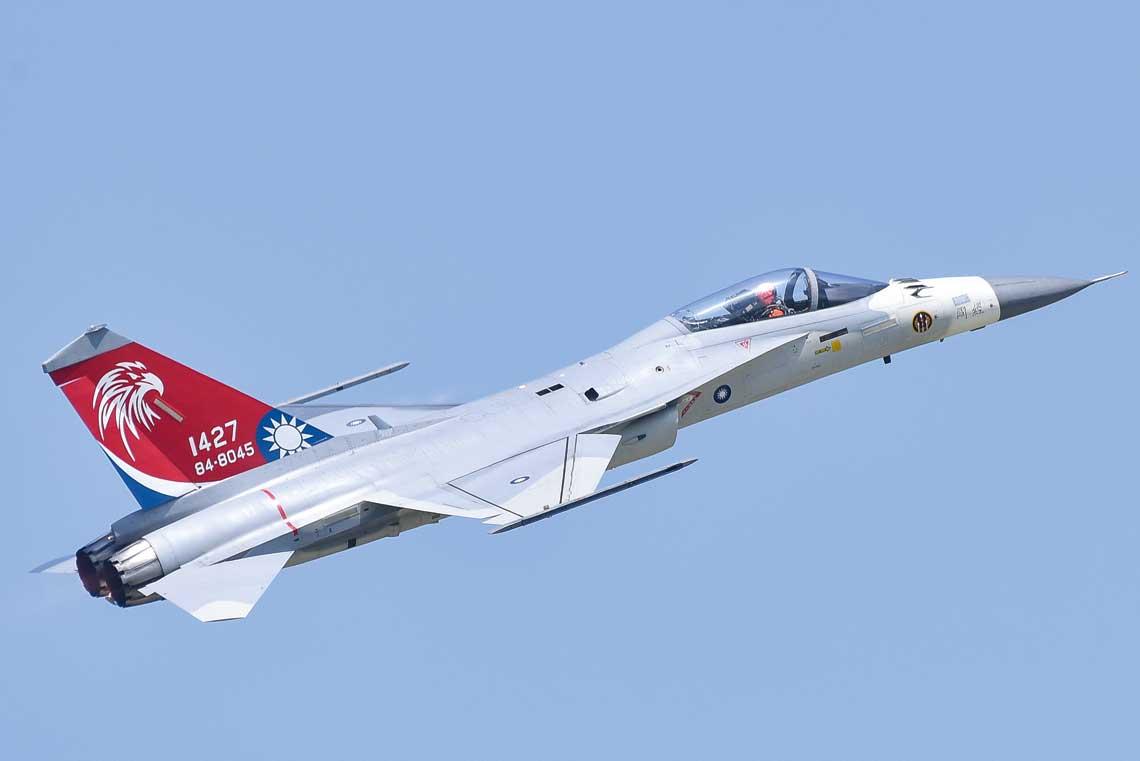 Wielozadaniowy samolot myśliwski Aerospace Industrial Development Corporation F-CK-1 Ching-Kuo – duma tajwańskiego przemysłu lotniczego. Prototyp samolotu oblatano 28 maja 1989 r.