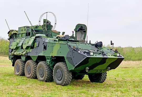 Wóz łączności Pandur II 8×8 CZ KOVS wkonfiguracji marszowej. Wszystkich 20 zamówionych w2017 r. pojazdów KOVVŠ/KOVS będzie systematycznie przekazywanych dowództwu 4. Brygady Szybkiego Reagowania ipodległych jej batalionów zmechanizowanych.