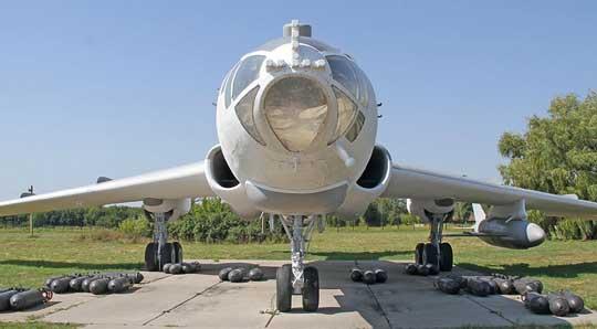 Tupolew Tu-104 powstawał na bazie płatowca samolotu bombowego dalekiego zasięgu Tu-16.
