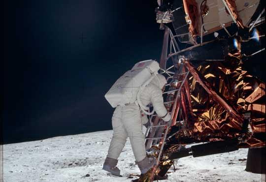 Pierwsi ludzie na Księżycu; misja Apollo-11, 1969 r.