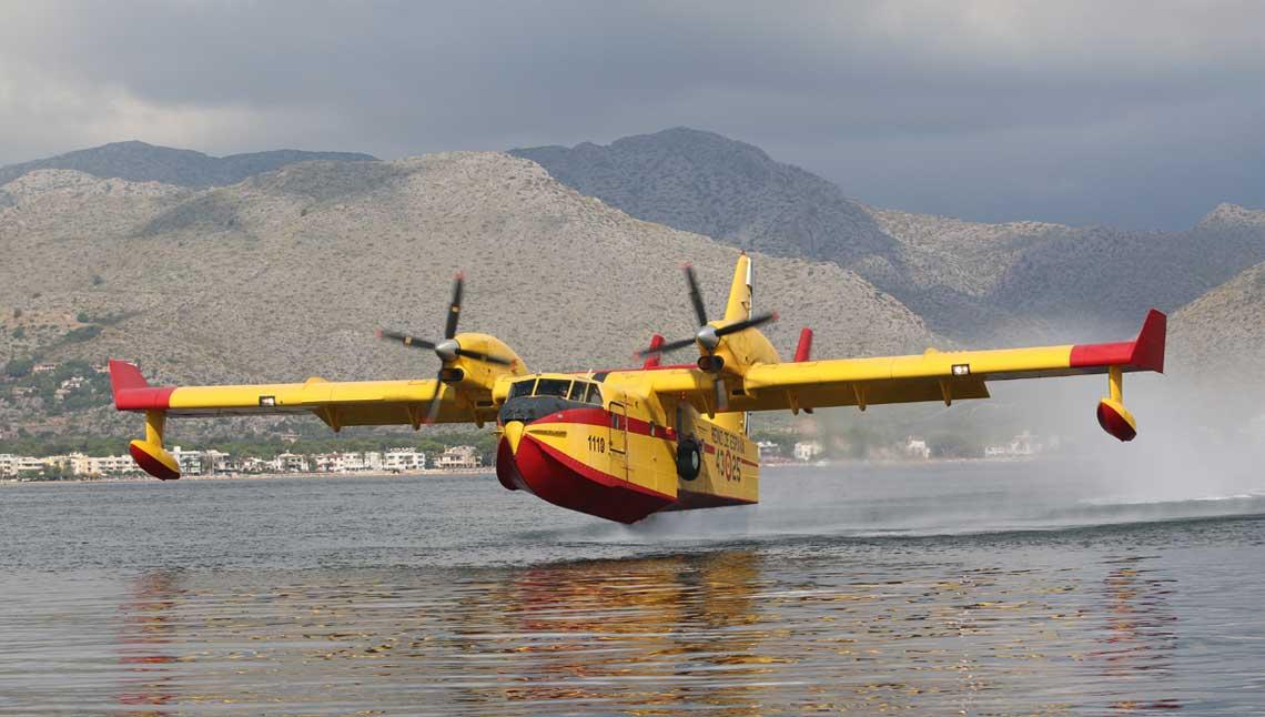43. Grupo Sił Powietrznych Hiszpanii jest wyposażona w osiemnaście samolotów-amfibii, w tym czternaście CL-215T (UD-13) i cztery CL-415 (UD-14)…
