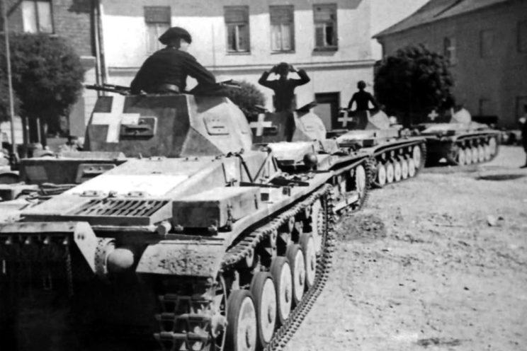 Czołgi Panzer II z 10. Armii w jednym z polskich miast. To właśnie ona prowadziła główne uderzenie w kierunku na Warszawę, będąc najsilniejszym niemieckim związkiem operacyjnym w Polsce.