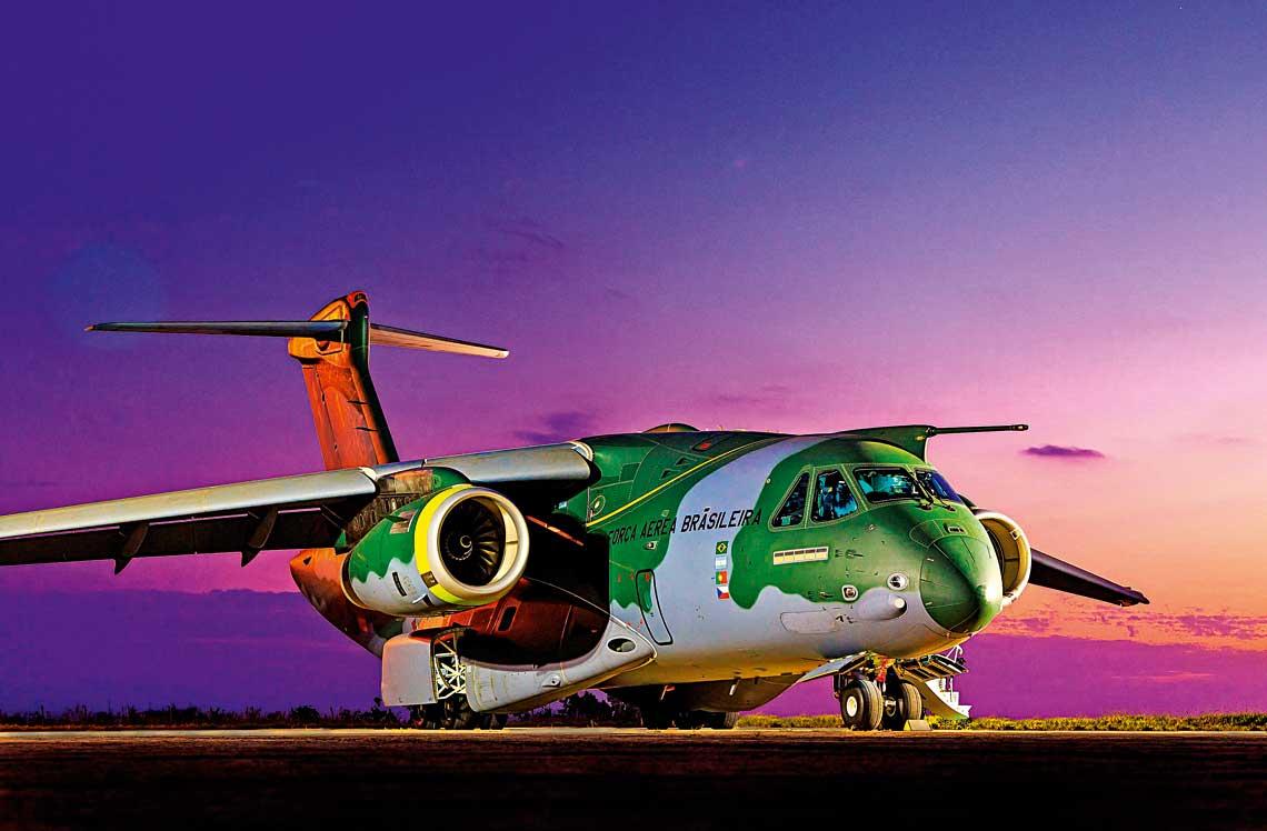 KC-390 powstał zmyślą ozastąpieniu obecnie eksploatowanych maszyn C-130 Hercules starszych wersji. Tak będzie m.in. wForça Aérea Brasileira.