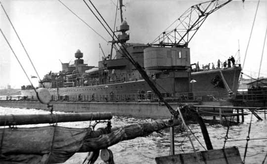 ORP Gryf na doku pływającym o nośności 5000 t; maj 1939 r.