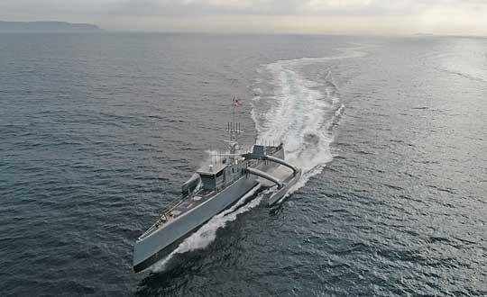 Sea Hunter podczas jednej zfaz prób morskich, obejmujących testy zwrotności iprędkości maksymalnej.
