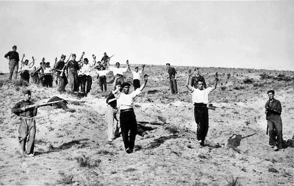 Wojna domowa w Hiszpanii, Somosierra 1936 r.: milicjanci republikańscy poddają się frankistom.