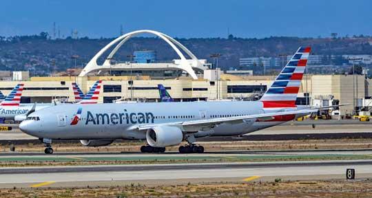 Największe linie lotnicze świata American Airlines Group przewiozły 203,7 mln pasażerów i wygenerowały przychody wwysokości 44,5mld dol., w tym 1,4 mld dol. zysku. Na zdjęciu: Boeing 777-223 wbarwach tego przewoźnika.