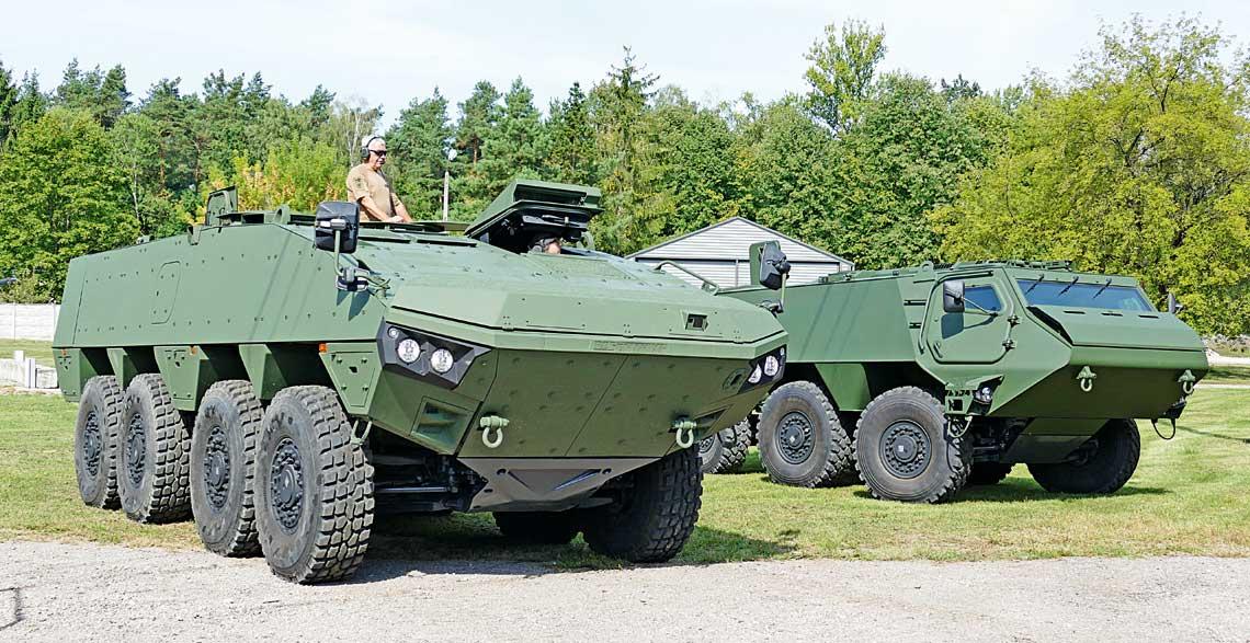 Zakłady Rosomak S.A. zSiemianowic Śląskich przygotowują się do uruchomienia produkcji kołowego transportera opancerzonego nowej generacji. Wszystko wskazuje, że jego bazą będzie pojazd AMV XP (na pierwszym planie). Wprzypadku zainteresowania rynku realna jest także polonizacja efektywnego kosztowo transportera wukładzie 6×6 (na drugim planie), wzakresie wielu zespołów zunifikowanego zrodziną pojazdów XA-360.