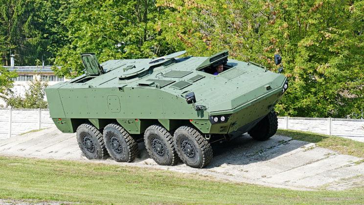 Chociaż masa bojowa AMV XP może wynosić 32 tony, ze względu na silnik o większej mocy i wzmocnione zawieszenie nic nie traci z mobilności swego starszego brata.