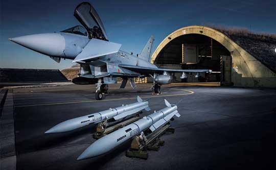 """Pocisk """"powietrze-powietrze"""" dalekiego zasięgu MBDA Meteor dysponuje największą na świecie """"strefą bez ucieczki"""", która jest oceniana na nie mniej niż 60 km. Jego nosicielami są myśliwce Typhoon, Rafale i Gripen."""