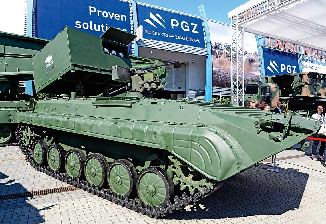Podczas MSPO 2019 firmy Grupy Kapitałowej PGZ zaprezentowały trzy propozycje niszczycieli czołgów. Miały one charakter poglądowy, aich celem było pokazanie wielowariantowości potencjalnej oferty. GK PGZ chciała wten sposób zaznaczyć gotowość polskiego przemysłu do dostarczenia określonego rodzaju uzbrojenia wtaki sposób, by spełnić wymagania użytkownika, który miałby wskazać zarówno typ podwozia, jak iimportowany system uzbrojenia.