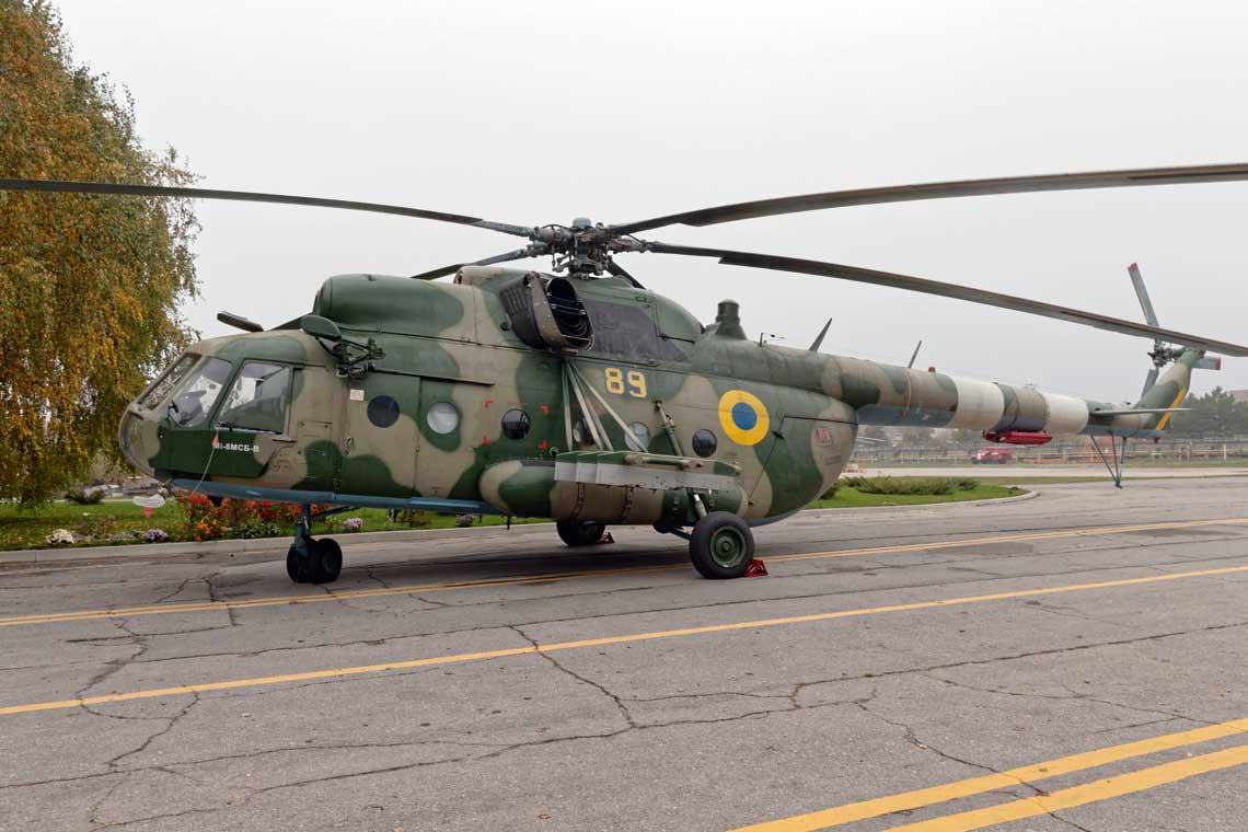 Zabudowa na Mi-24 iMi-8 (na zdjęciu) silników TW3-117WMA-SBM-1W-02 zwiększa ich zasięg dzięki mniejszemu zużyciu paliwa. Ponadto istotnej poprawie ulegają charakterystyki lotno-techniczne śmigłowców, w szczególności, manewrowość iwznoszenie, w całym zakresie roboczych wysokości lotu i temperatur.