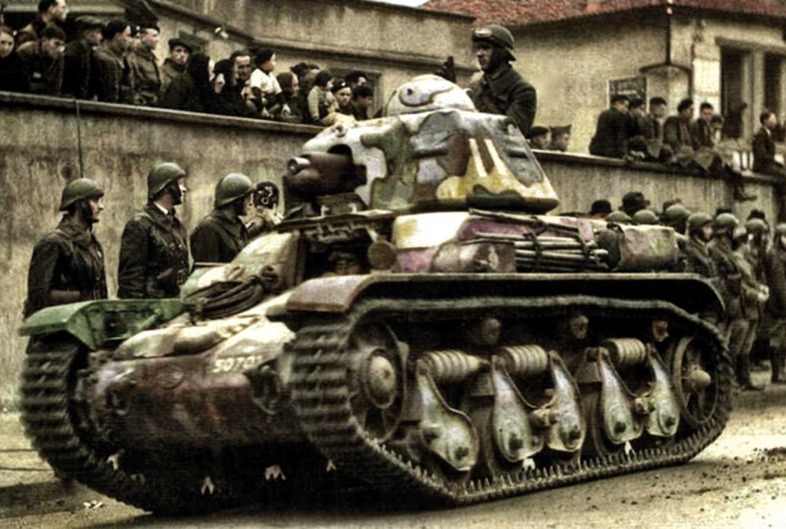 Lekki czołg piechoty R35 (na zdjęciu) postał wpołowie lat trzydziestych ubiegłego wieku, jako następca pamiętających jeszcze czasy pierwszej wojny światowej czołgów Renault FT-17.