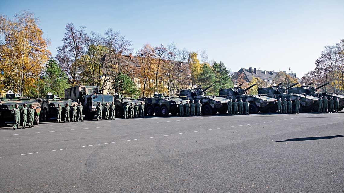 30 października wStargardzie, wobecności ministra obrony narodowej Mariusza Błaszczaka, odbyła się uroczystość przekazania 3. batalionowi piechoty zmotoryzowanej 12. Brygady Zmechanizowanej ósmego kompanijnego modułu ogniowego 120 mm moździerzy samobieżnych Rak. Jego dostawa kończy realizację umowy zawartej 28 kwietnia 2016 r.