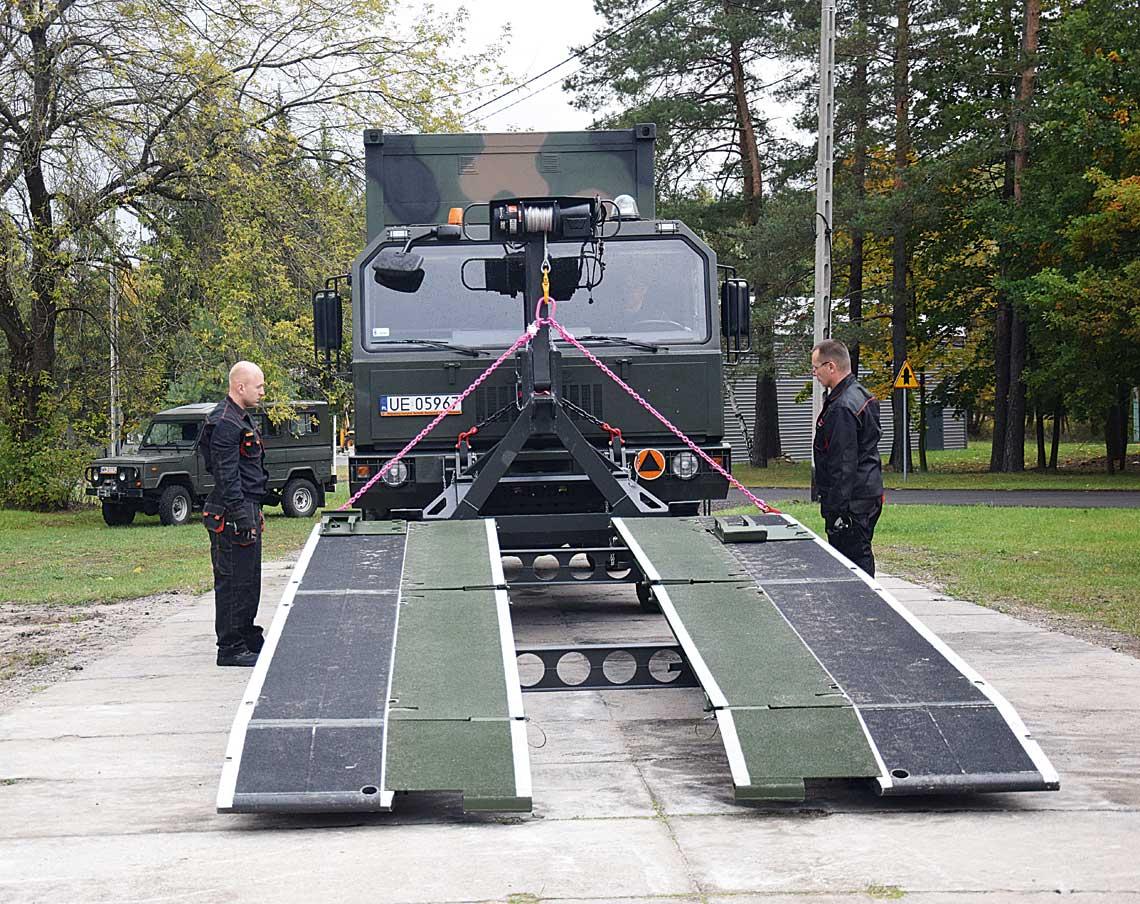 Zaprezentowany wWojskowym Instytucie Techniki Pancernej iSamochodowej wariant mostu VIPER został dostosowany do użycia zJelczami serii 442, czyli podstawowymi samochodami ciężarowymi 4×4 Sił Zbrojnych RP, wtym Wojsk Obrony Terytorialnej.