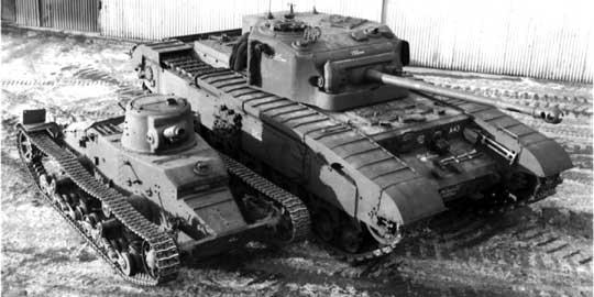Pierwszy i ostatni brytyjski czołg piechoty – po lewej A11 Matilda I, po prawej – A43 Black Prince. Czołgów tej klasy używano do wsparcia piechoty w natarciu i do niszczenia obiektów pola walki. Nie musiały rozwijać dużej prędkości, ale musiały mieć silne opancerzenie i odpowiednie uzbrojenie.