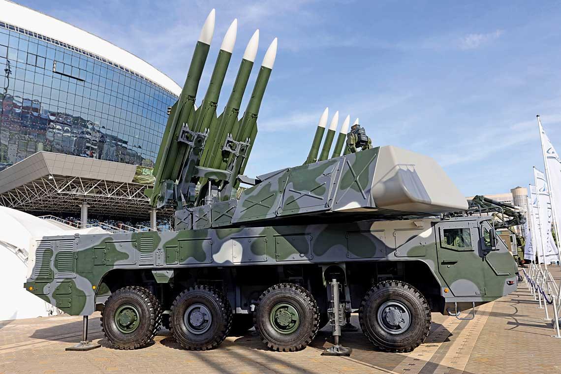 Samobieżny wóz bojowy 9A318K systemu Buk-MB3K został po raz pierwszy zaprezentowany publicznie, wraz z innymi elementami systemu, podczas wystawy MILEX-2019 w Mińsku. Na prowadnicach wyrzutni założone są makiety pocisków kierowanych 9M38MB.