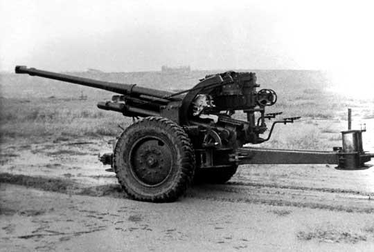 Francuska armata przeciwlotnicza kalibru 75 mm firmy Schneider, typ 4. Bezowocny obiekt zainteresowania ze strony polskiego Ministerstwa Spraw Wojskowych.