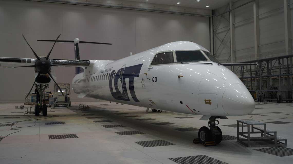 W listopadzie WZL nr 2 S.A. przeprowadził pierwszą usługę malowania samolotu dla Polskich Linii Lotniczych LOT.