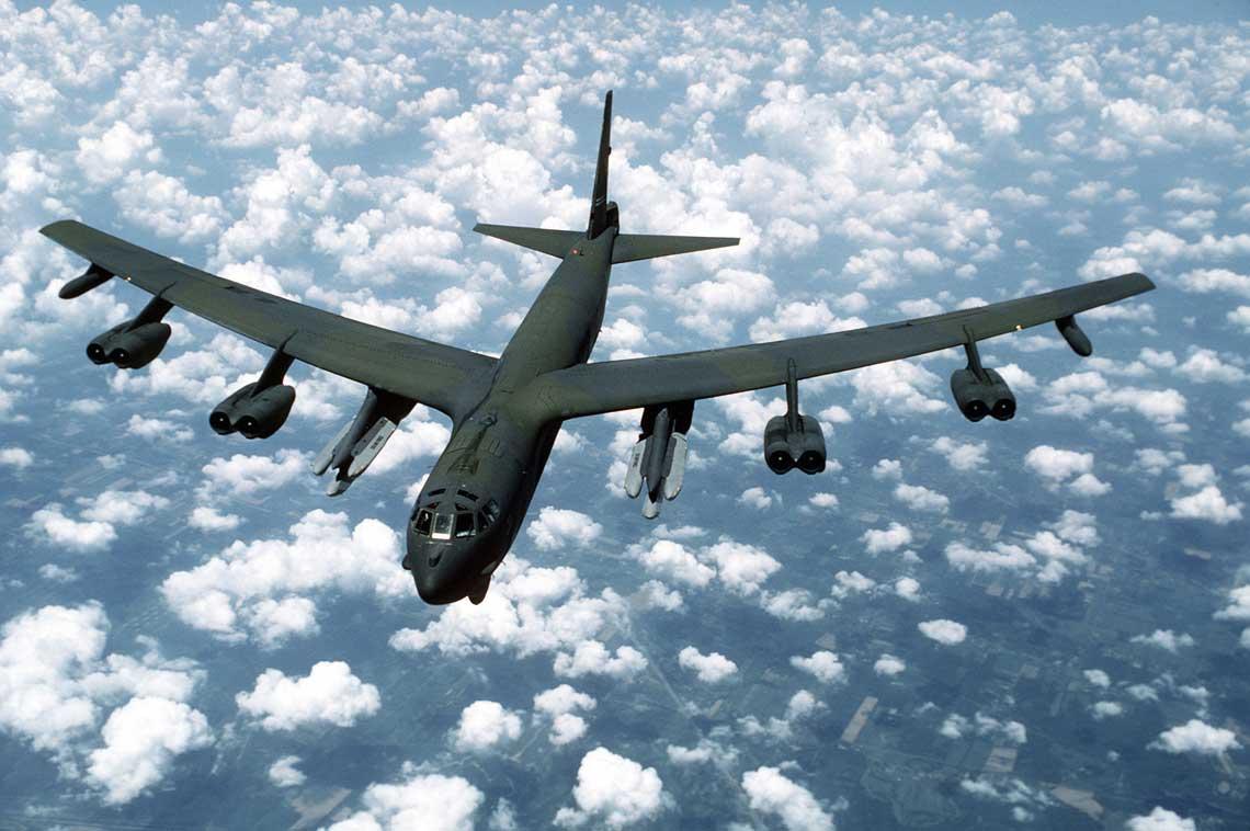 Samolot bombowy B-52G ze skrzydła 416th BW sfotografowany 1 marca 1988 r. Samolot przenosi na pylonach podskrzydłowych 12 pocisków AGM-86B ALCM.