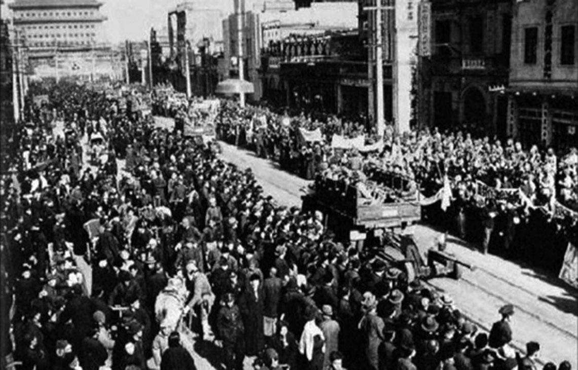 31 stycznia 1949 r.: Chińska Armia Ludowo-Wyzwoleńcza wkracza do Pekinu.
