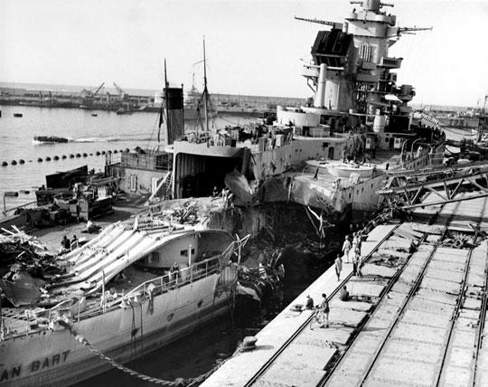 Uszkodzenia na rufie francuskiego pancernika Jean Bart, zacumowanego w Casablance. Część z nich spowodowały bomby zrzucone przez samoloty Rangera.
