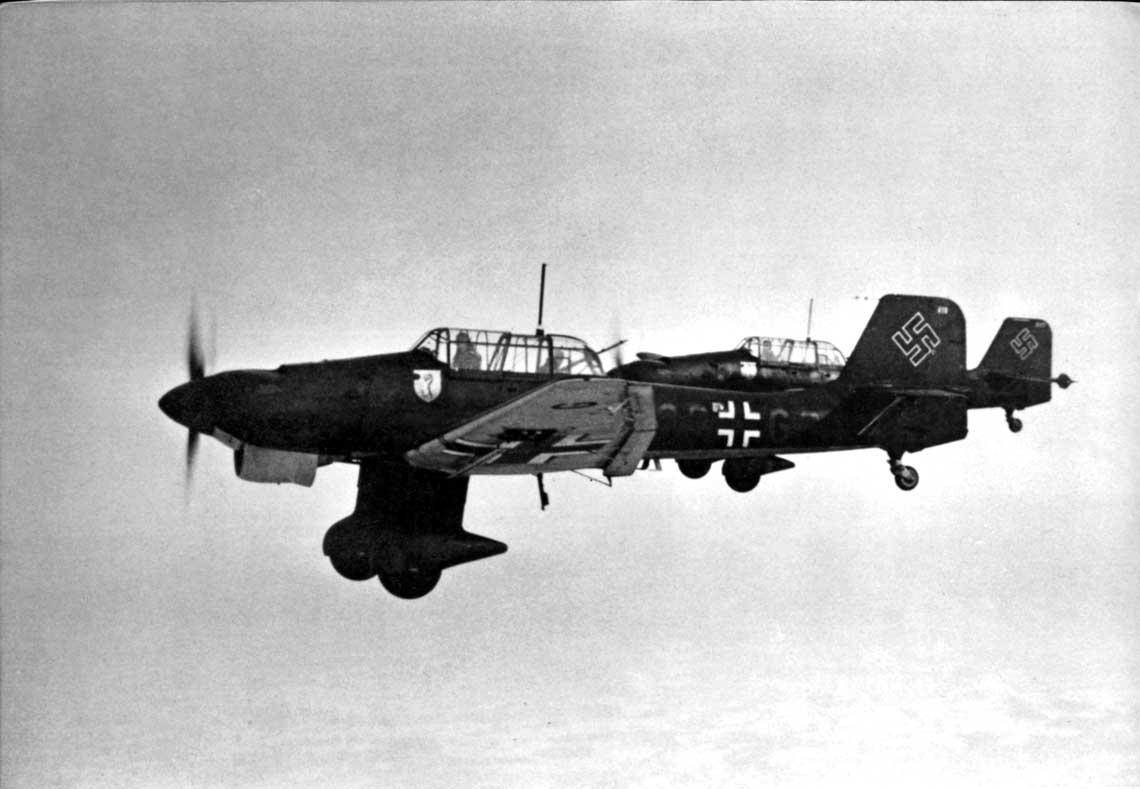 Ju 87 B-1 należące do III./St.G 51, na pierwszym planie samolot 6G+GR z 7. Staffel.