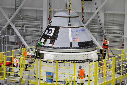Zespolenie kabiny z modułem serwisowym.