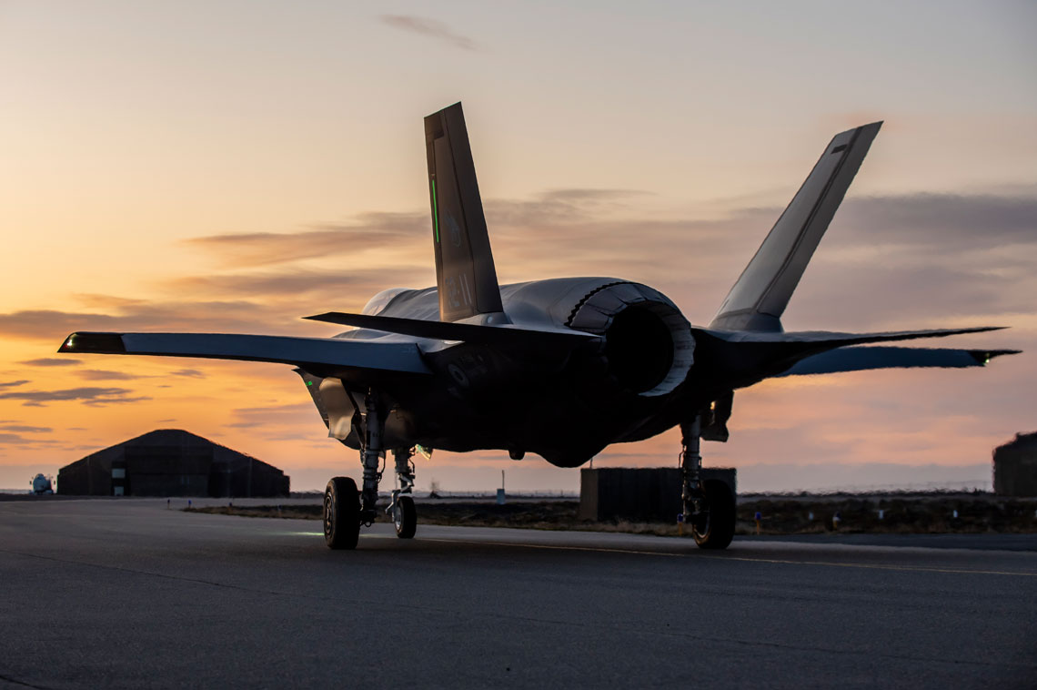 F-35 został zaprojektowany jako samolot walki sieciocentrycznej, pełniąc w tym zakresie rolę bramy sieciowej, udostępniając jednocześnie innym elementom sieci, zintegrowany obraz sytuacji taktycznej. Umożliwi to zwiększenie poziomu świadomości sytuacyjnej wszystkich elementów sieci, do poziomu dorównującego świadomości sytuacyjnej pilota F-35.