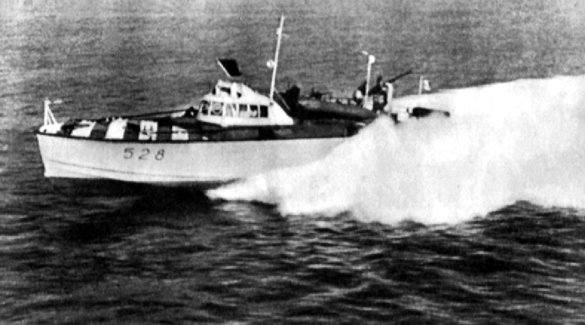 Kuter torpedowy MAS 526 na jeziorze Ładoga.