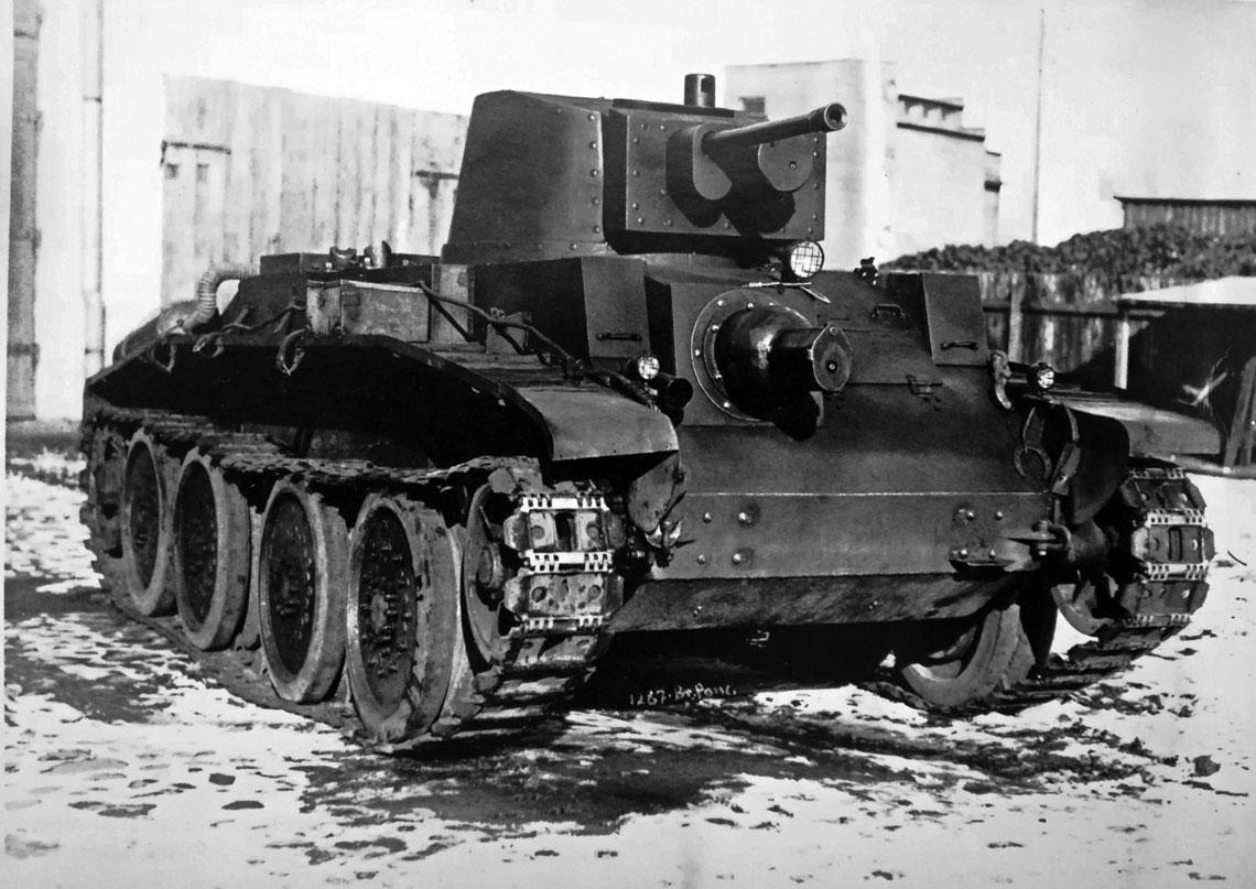 """10TP (10 t) stanowił wynik prac określanych zbiorczo jako """"czołg N"""". Kołowo-gąsienicowe wozy miały służyć przede wszystkim w Oddziałach Motorowych do walki z zagonami pancernymi przeciwnika."""