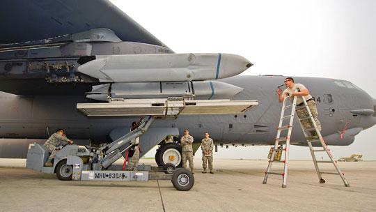 W 2021 r. USAF zamierza zakupić 400 pocisków samosterujących AGM-158 JASSM w wersjach dalekiego (B) i bardzo dalekiego (D) zasięgu.