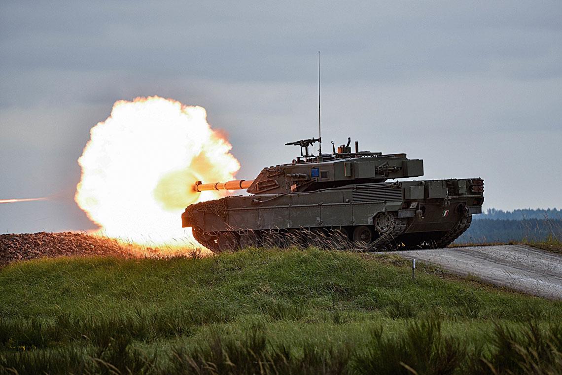 Ariete dysponuje dużą siłą ognia, potencjalnie odpowiadającą Abramsom czy Leopardom2 zarmatą olufie długości 44 kalibrów, oczywiście nie uwzględniając charakterystyk amunicji iparametrów systemu kierowania ogniem.
