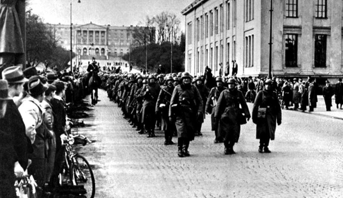 Defilada wojsk niemieckich w Oslo – to jedyny przypadek w historii, by agresor jednego dnia zajął stolice dwóch zaatakowanych przez siebie państw.