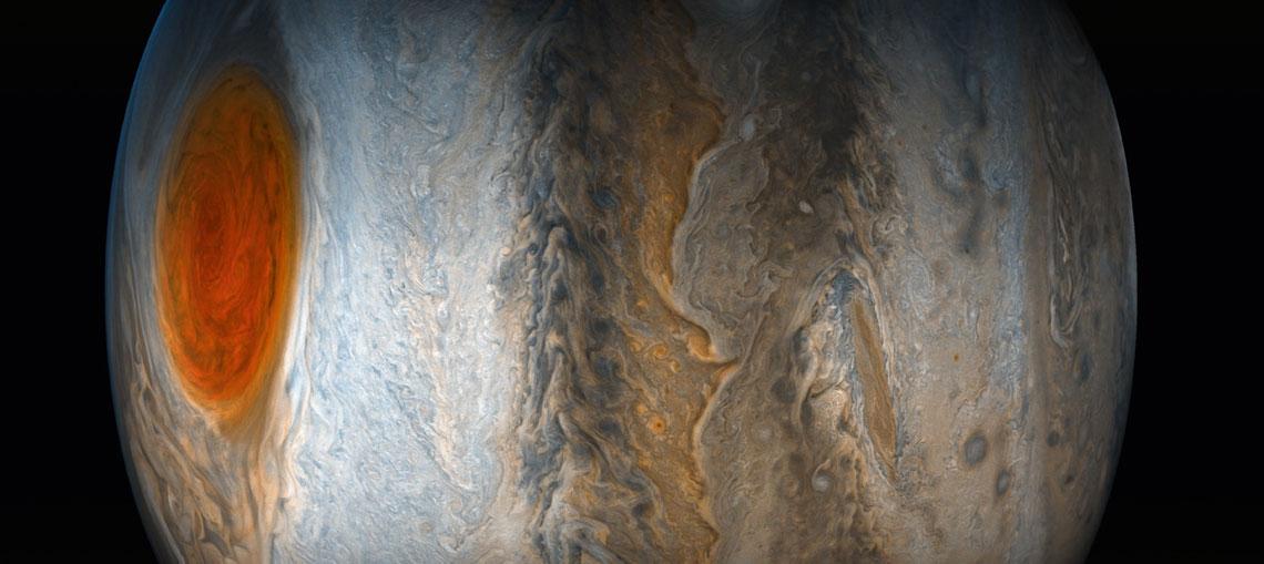 Jowisz - po lewej Wielka Czerwona Plama - cyklon przewyższający swymi rozmiarami naszą planetę, utrzymujący się od kilkuset lat.
