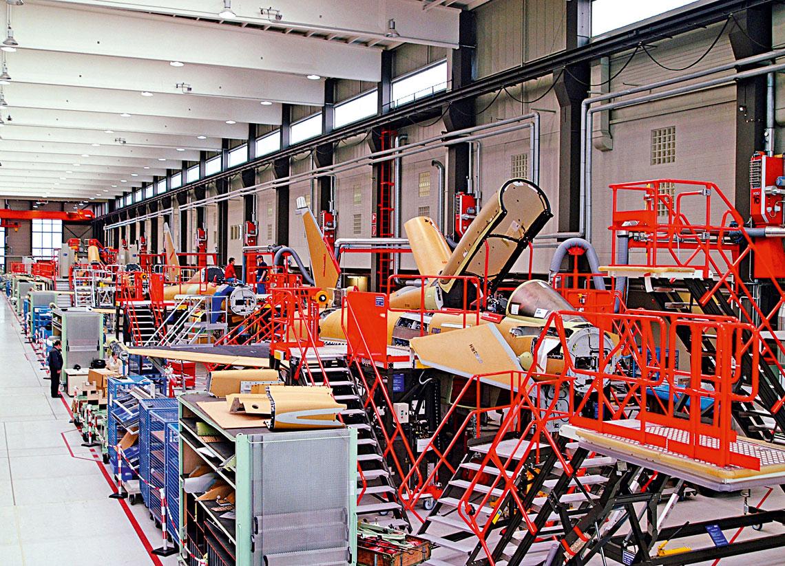 Konsorcjum Eurofighter GmbH zakończyło produkcję samolotów dla Wielkiej Brytanii, Hiszpanii iNiemiec. Wpierwszej połowie roku dostarczy ostatnią maszynę zamówioną przez Włochy.