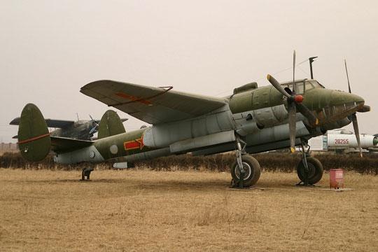 Wyżej: po wojnie wKorei obie dywizje lotnictwa bombowego Sił Powietrznych ChRL rozformowano a pozostałe po nich Tu-2 skoncentrowano w 36. Brygady Lotniczej.