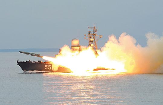Modernizacja gzów. Liwień proj.12341 zFloty Bałtyckiej odpala pocisk 4K85 wtrakcie ćwiczeń.
