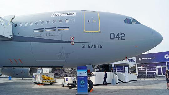 Jeden zfrancuskich A330MRTT. Cechą charakterystyczną iuznawaną za największą wadę konstrukcji| jest brak drzwi cargo umożliwiających załadunek spaletyzowanych ładunków na pokład główny.