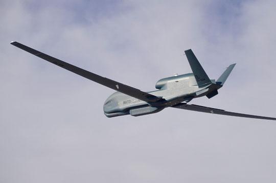 Niżej: system AGS składa się z dwóch komponentów: powietrznego oraz lądowego, który będzie zapewniał nie tylko obsługę analityczną iwsparcie techniczne misji, ale także prowadził szkolenia personelu.