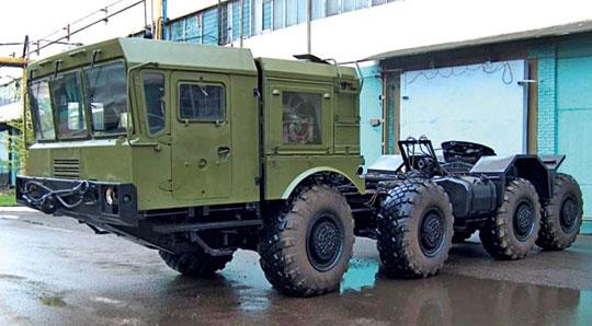 W układzie konstrukcyjnym i komercyjnym MZKT-741501-010 powstał jako modernizacja starszego ciężkiego ciągnika MZKT-741500 rodziny 7930 Astrołog.