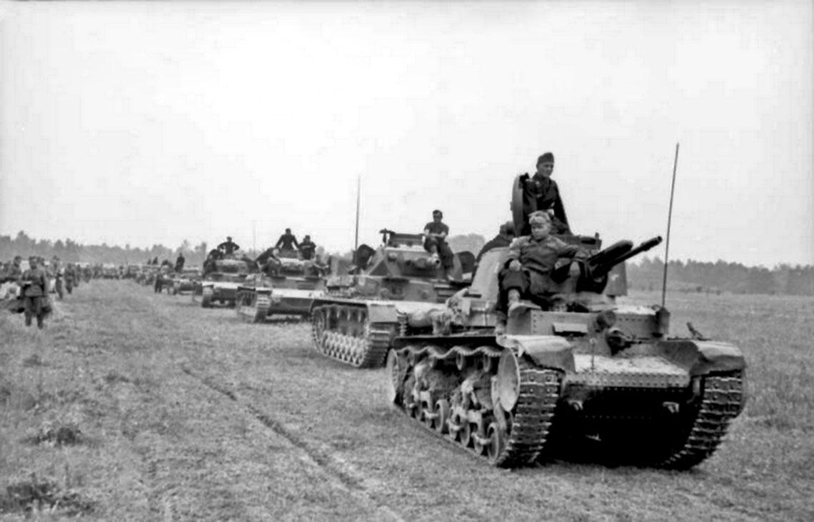 Niemiecka 6. DPanc w marszu – na pierwszym planie PzKpfw 35(t), dalej PzKpfw IV i PzKpfw II.