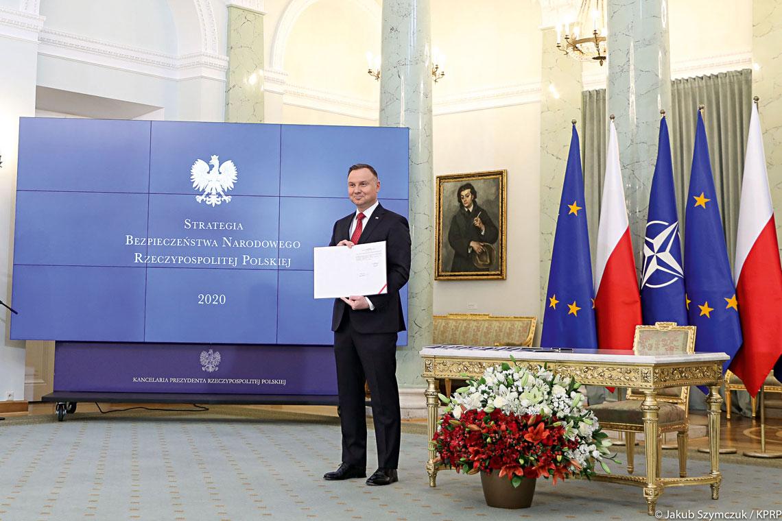 Strategia Bezpieczeństwa Narodowego Rzeczypospolitej Polskiej to najważniejszy dokument strategiczny dotyczący bezpieczeństwa państwa. Prace nad tekstem prowadził specjalnie do tego powołany międzyresortowy zespół.
