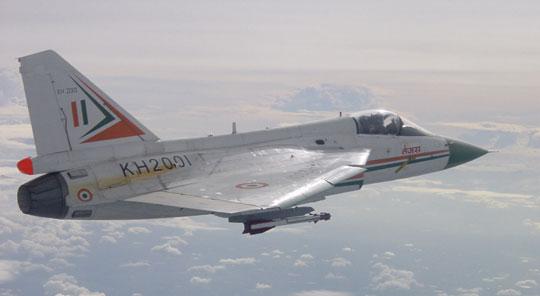 Pierwszy demonstrator technologii TD1 (KH2001) w jednym z lotów próbnych. Samolot został oblatany 4 stycznia 2001r. – 18 lat po zainicjowaniu programu LCA i 11 lat po pierwotnie planowanym terminie.