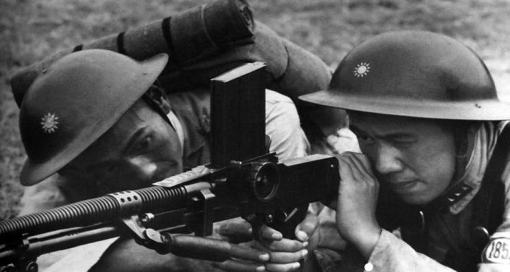 Żołnierze chińscy z ręcznym karabinem maszynowym vz. 26. Czechosłowacy byli przodującym eksporterem uzbrojenia.