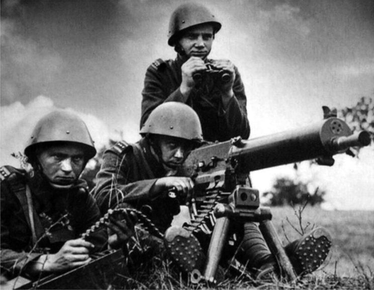 Ciężki karabin maszynowy vz. 24. Był to karabin maszynowy Schwarzlose M.7/12 na amunicję 7,92 mm.