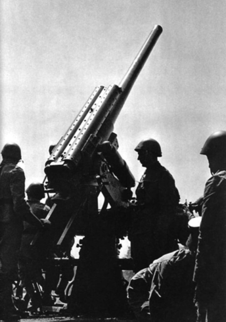 8,35 cm armata przeciwlotnicza wz. 22 stanowiła podstawowy sprzęt obrony przeciwlotniczej obszaru krajowego.