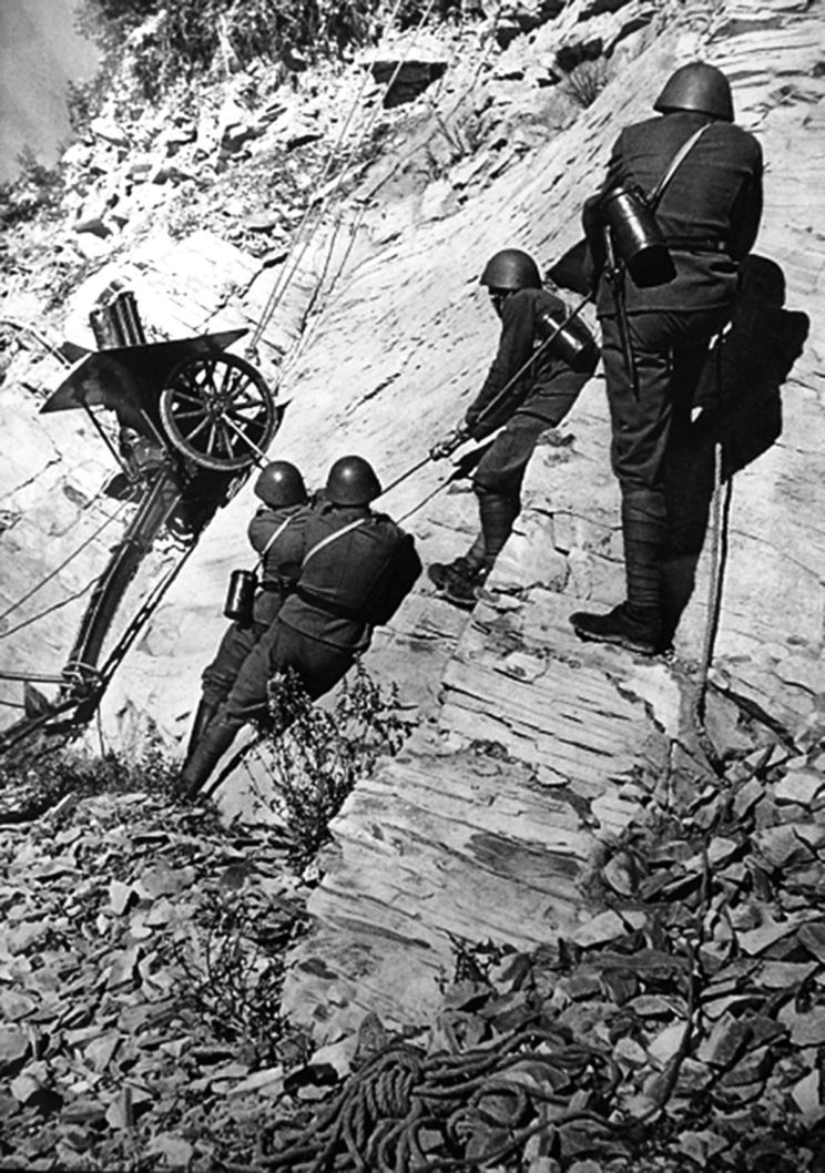 7,5 cm armata górska vz. 15 również była dziedzictwem armii austro-węgierskiej, przydatnym do walk w Alpach, ale nie w Sudetach.